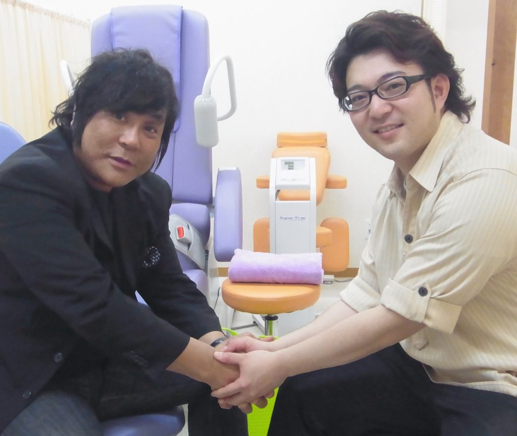 須賀川市の整体院sasukeneに大仁田厚さん来訪